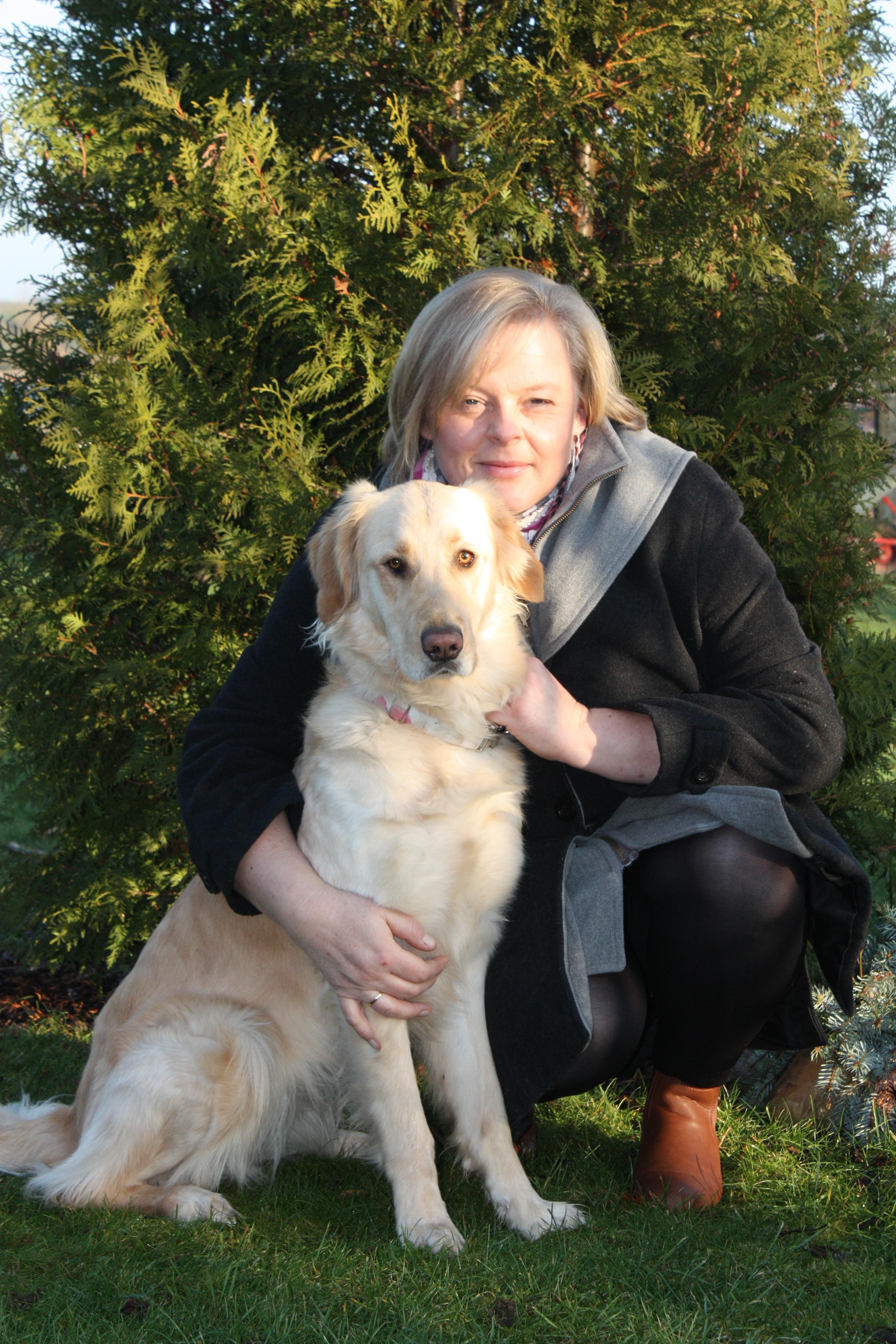 Silvia Lückoff und Therapiehund Emma